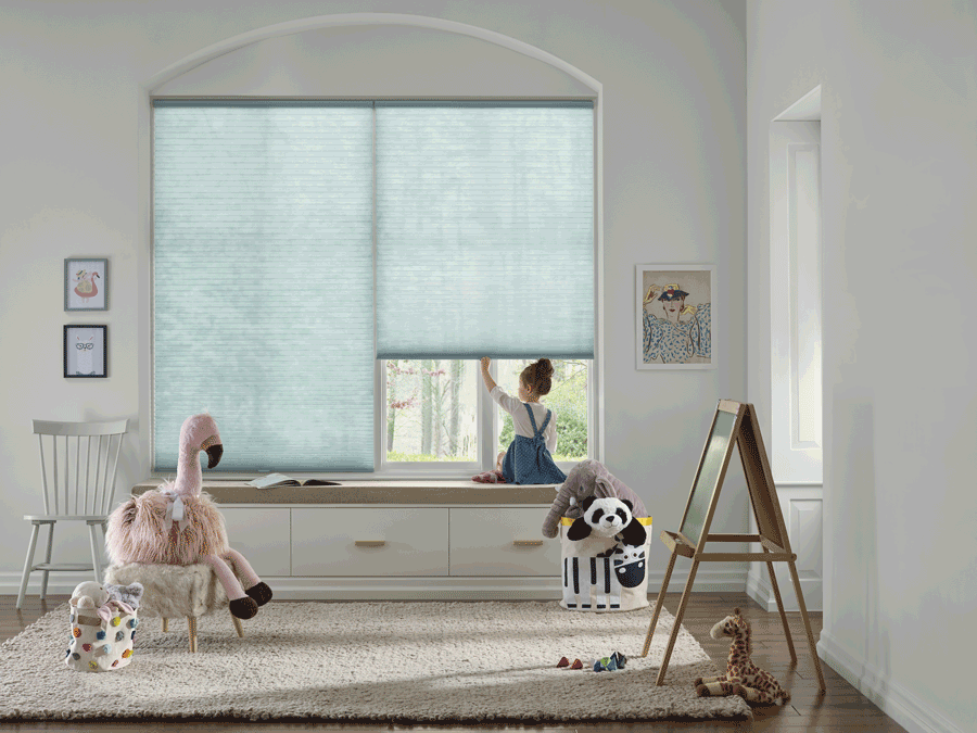 Children playing in room in Austin home with cordless blinds.